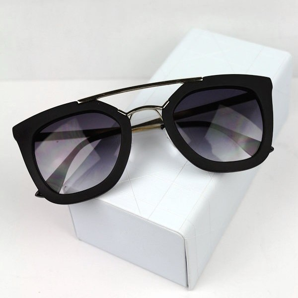Hot Women Wayfarer Classic Eyewear Fashion Retro Shades Sunglasses Glasses UV400